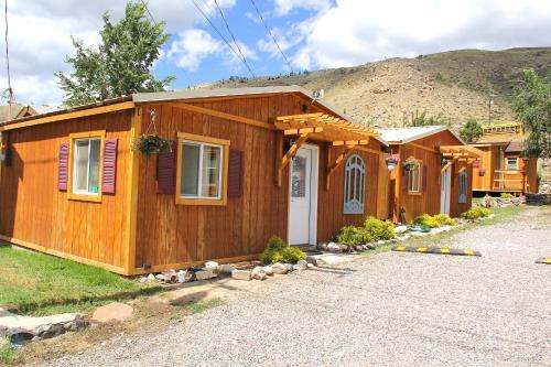 Hotel Yellowstone's Treasure Cabins