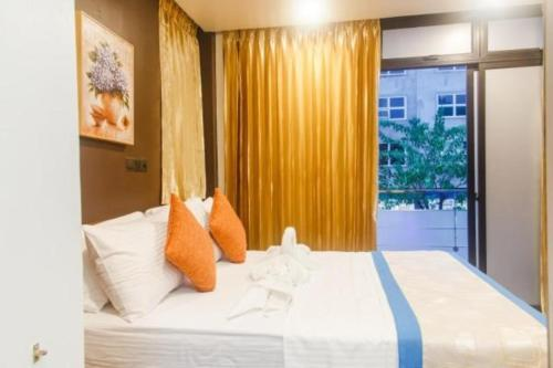 Deluxe Double or Twin Room With Free Airport Transfer