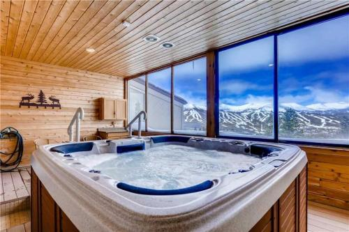 Gold Point  5 C   Great Views   Hot Tub Access
