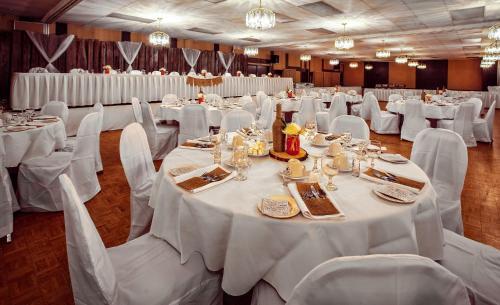 Norsemen Inn - Camrose, AB T4V 3K3