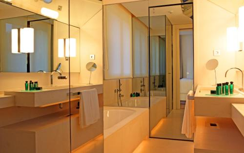 Suite Room (1 or 2 people) ABaC Restaurant Hotel Barcelona GL Monumento 13