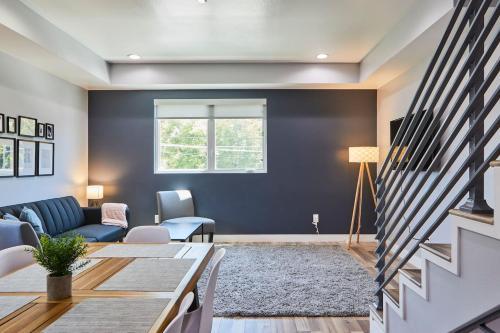 NoHo Hidden Gem 3 BR Home + Stylish Design - Los Ángeles