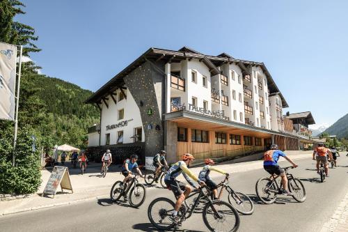 Funsport-, Bike- & Skihotelanlage Tauernhof - Hotel - Flachau