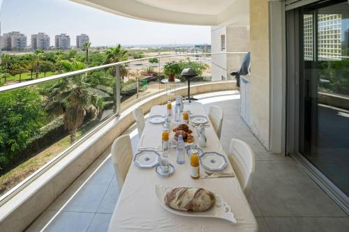 . Luxury Marina Apartment by Airsuite
