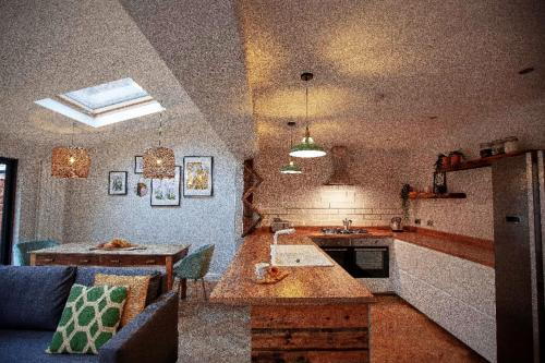 Beautiful Open Plan Home Close To The City Centre