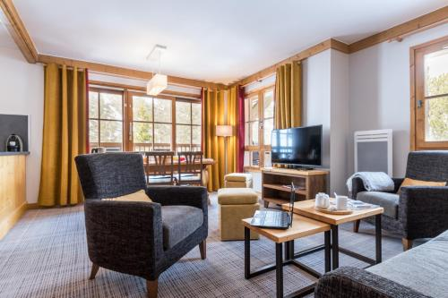 Superior Three-Bedroom Large Apartment - access to the outdoor pool (8 People)