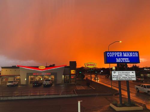 . Copper Manor Motel