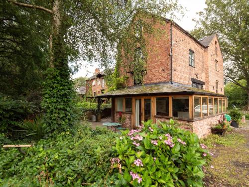 Beautiful Eco Cottage In Cheshire