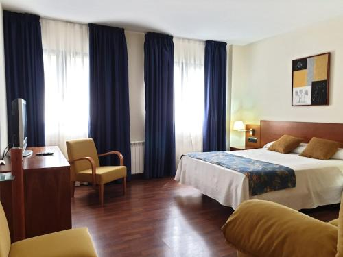 __{offers.Best_flights}__ Hotel Suite Camarena