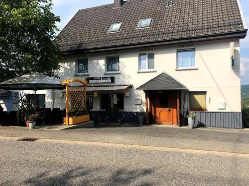 . Hotel garni Zum Adenauer Forst