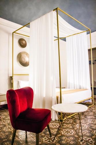 . Scene Suites Apartments