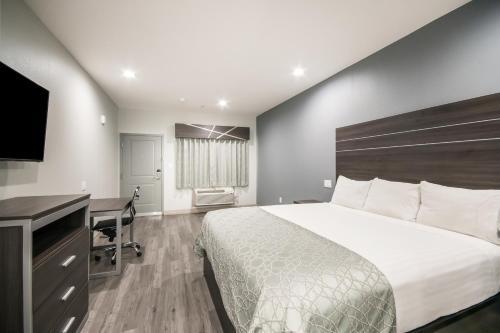 Americas Best Value Inn & Suites Northeast Houston I-610 - image 4