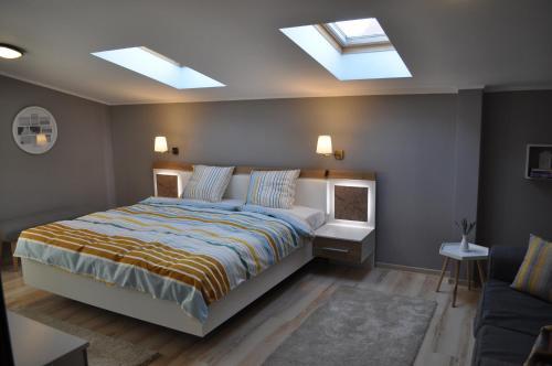 . Sleep & Fly Apartment