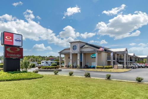 Suburban Extended Stay Hotel At the University - Conway, South Carolina
