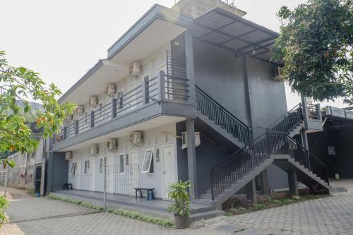 . OYO 1176 J3 Residence Syariah