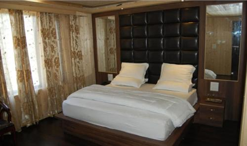 gulmarg hotel zahgeer, Baramulla