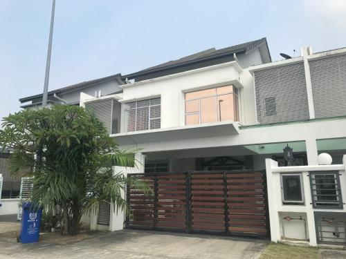A Whole House for 9 people, Klang
