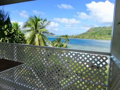 BLUE LAGOON LODGE HUAHINE, vue mer et acces prive lagon