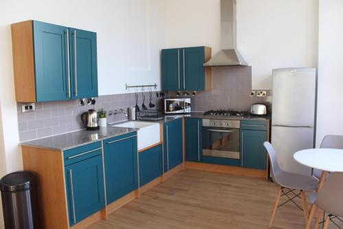 Luxury 2 Bed Duplex City Centre Apartment - Sleeps 6