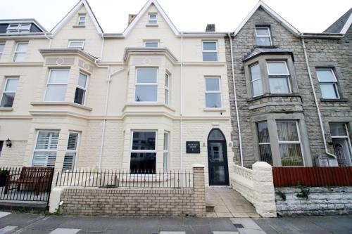 Stay Central - Heritage 24, Porthcawl