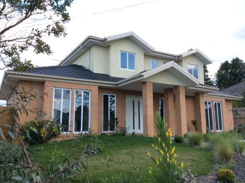 Savige Ave, Monash - Waverley West