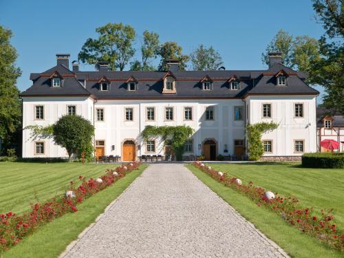 . Pałac Pakoszów