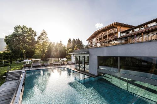 Parkhotel Holzerhof - Hotel - Meransen