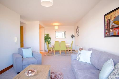 Vp City View Apartment: (2 Bed / 2 Bath)