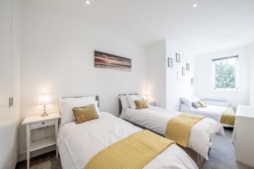 . Huge Bedford Apartment for Business Workers by Comfy Workers