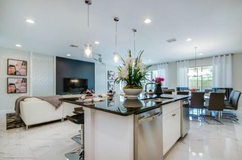 Magnificent Single Home with Private Pool SO2601 - image 3