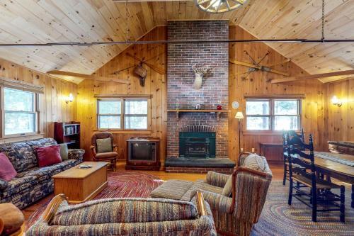Breakwater Lodge - Greenville Junction
