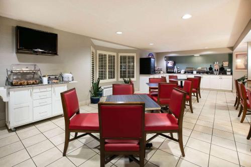 Baymont Inn & Suites Braselton - Hotel
