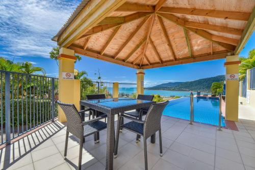 . Ocean Views Galore - Airlie Beach