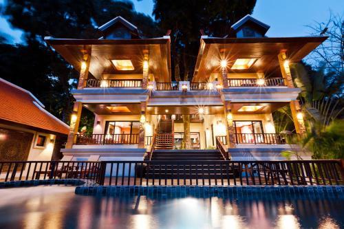 Magnificent Delux 4br Lakefront in Nai Harn Baan Bua Magnificent Delux 4br Lakefront in Nai Harn Baan Bua