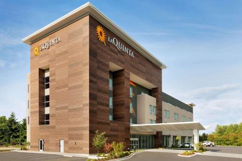 . La Quinta Inn & Suites by Wyndham Burlington