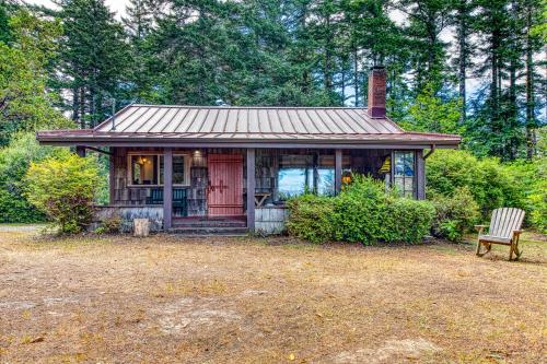 Angela's Lake Cabin - 2 Bed 2 Bath Vacation home in Bandon