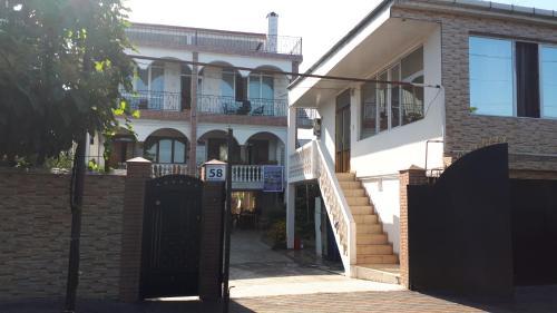Merab House - Accommodation - Batumi