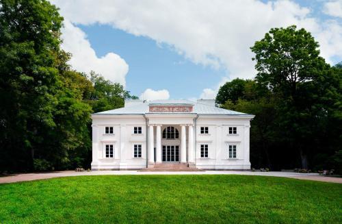 . Pałac Cieleśnica