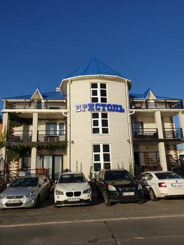 . Bristol Hotel