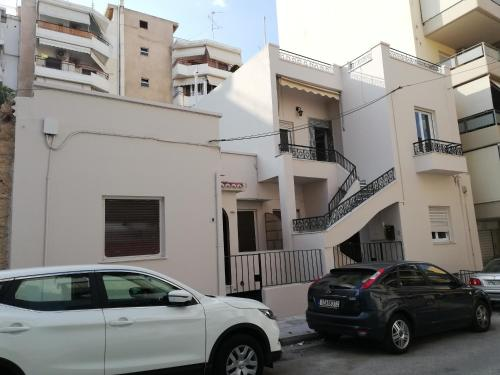Esseligk, Pension in Athen