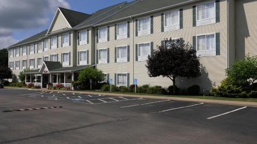 . Coshocton Village Inn & Suites