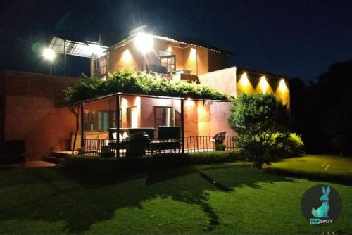 THE PEPFARM-Farmhouse with pool for parties, Mewat