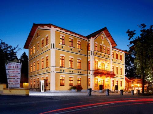 . Hotel & Restaurant Waldschloss