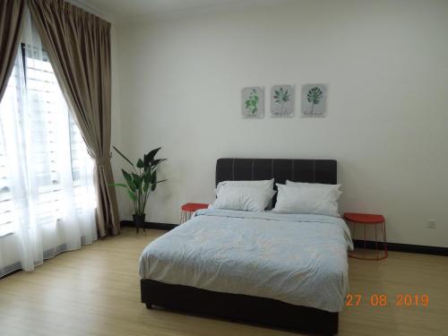 NEW 4 BED ROOM HOUSE NEAR SETIA CITY CONVENTION CENTER, Kuala Lumpur
