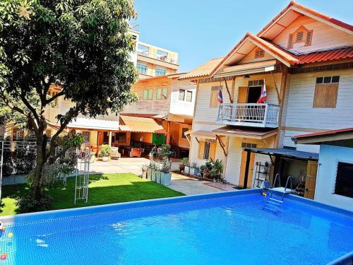 800Sqm Private Villa-Pool & Garden-Bangkok Center (Family-Friendly) 800Sqm Private Villa-Pool & Garden-Bangkok Center (Family-Friendly)