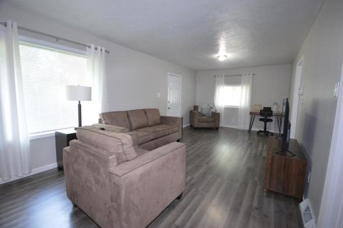 Freshly Renovated Home 2.4 Miles From Notre Dame Stadium
