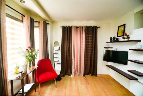 . Yza's Homey Accommodation w/ Pool and Netflix