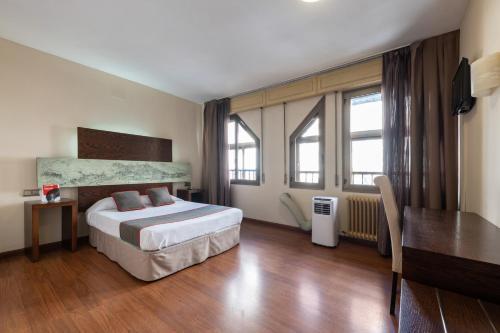 __{offers.Best_flights}__ OYO Hotel Francabel