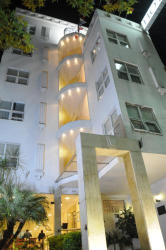 . Parra Hotel & Suites