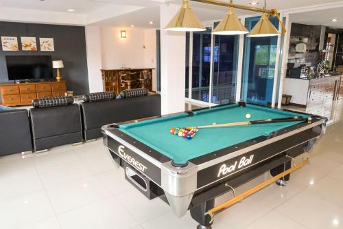 - 3BR Home -City center - ping pong & pool table - Great Location! - 3BR Home -City center - ping pong & pool table - Great Location!